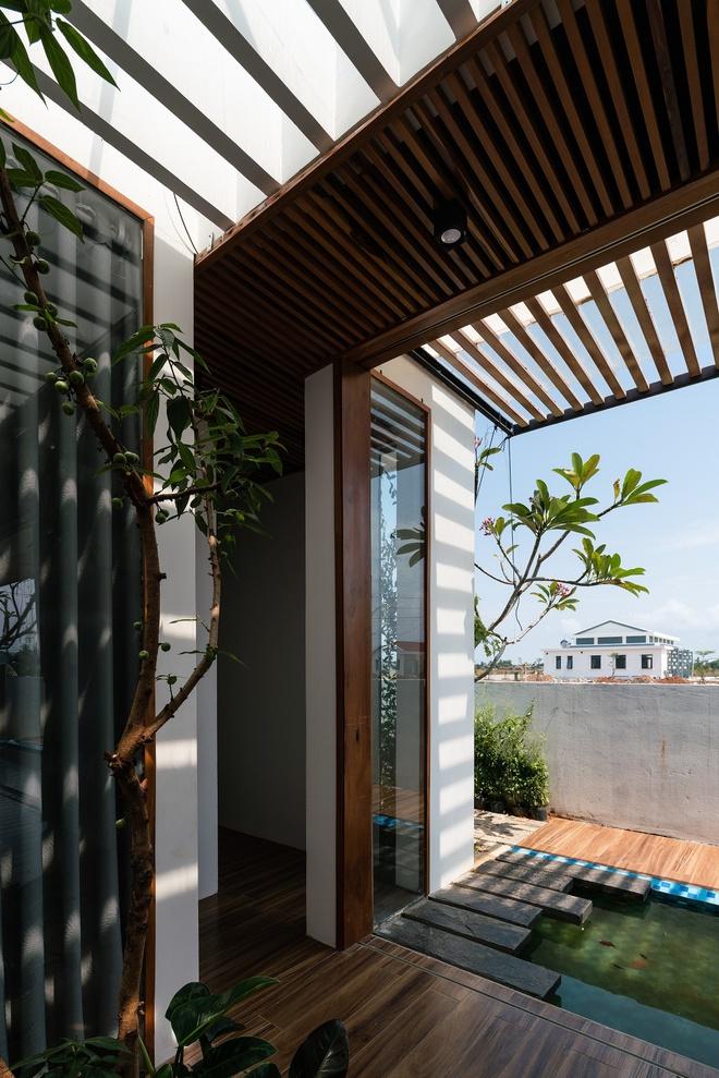 Ngôi nhà có cả một kênh nước bên trong chống nóng - Ảnh 7