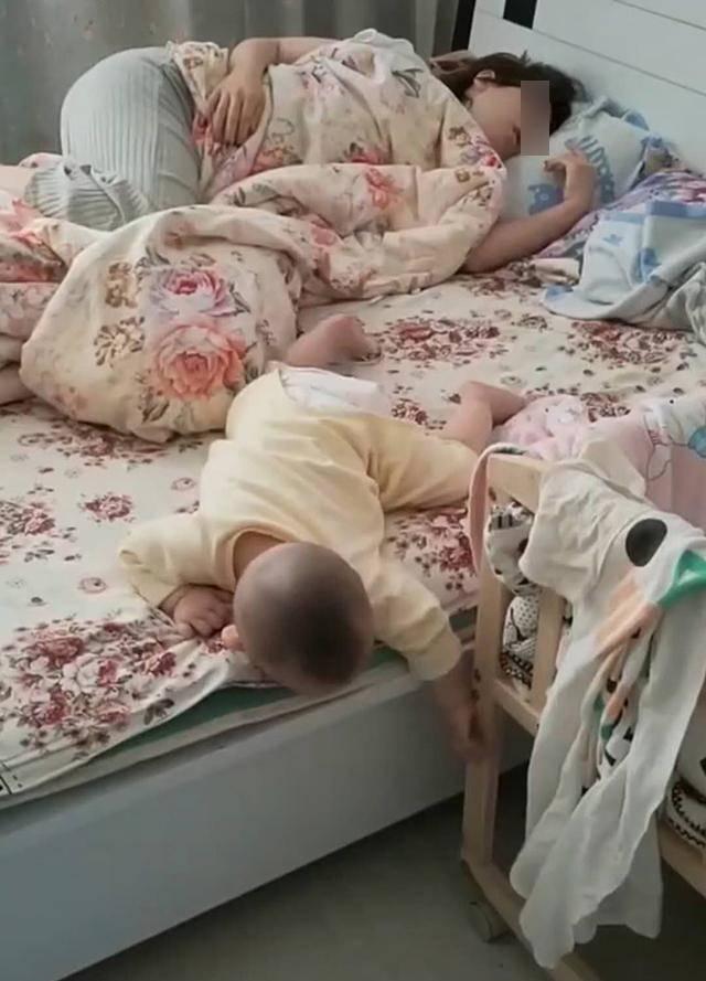 Thuê bảo mẫu trông con, người mẹ phẫn nộ với cảnh tượng trên giường khi về đến nhà  - Ảnh 1