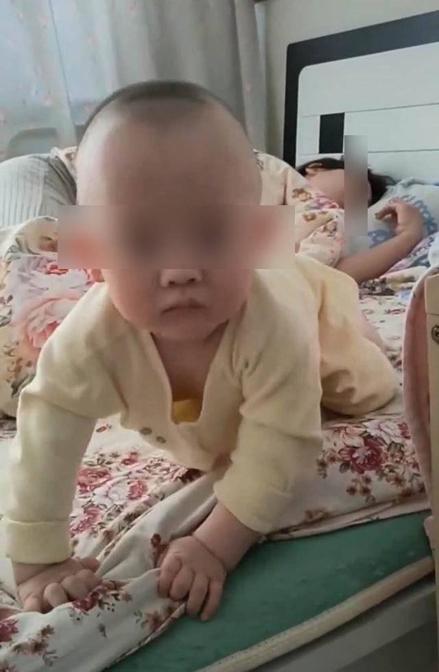 Thuê bảo mẫu trông con, người mẹ phẫn nộ với cảnh tượng trên giường khi về đến nhà  - Ảnh 3