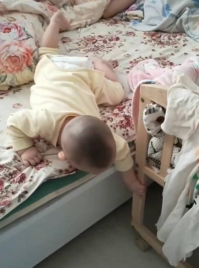 Thuê bảo mẫu trông con, người mẹ phẫn nộ với cảnh tượng trên giường khi về đến nhà  - Ảnh 2