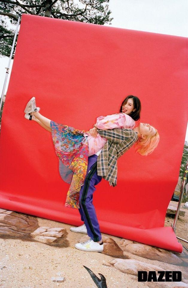 HyunA và bạn trai tạo dáng kỳ quặc trên tạp chí danh tiếng xứ Hàn - Ảnh 1