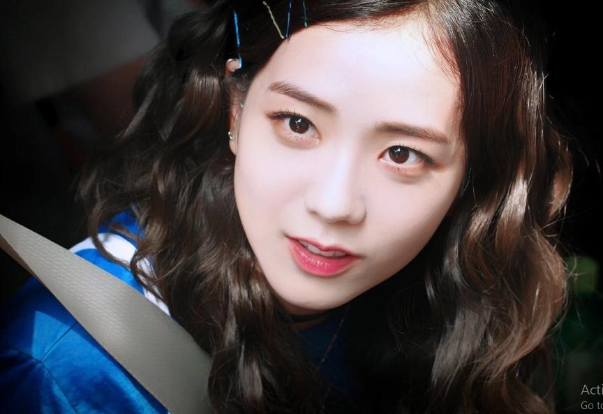 Jisoo (BlackPink) để tóc thẳng layer hay tóc xoăn cũng vẫn xinh đẹp hết phần thiên hạ - Ảnh 10