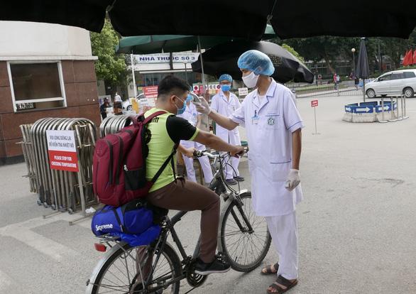 Thêm 7 ca bệnh COVID-19, Bộ Y tế khuyến cáo về việc đi ra ngoài đường - Ảnh 1