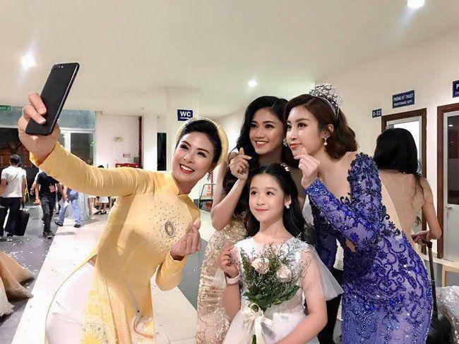 Cằm V-line bạc tỷ của bé gái chuyên đọ sắc Hoa hậu, giúp mẹ từ nhà trọ lên chung cư - Ảnh 4