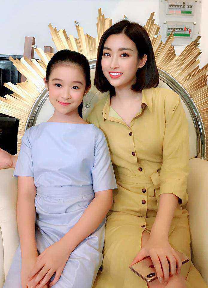 Cằm V-line bạc tỷ của bé gái chuyên đọ sắc Hoa hậu, giúp mẹ từ nhà trọ lên chung cư - Ảnh 6