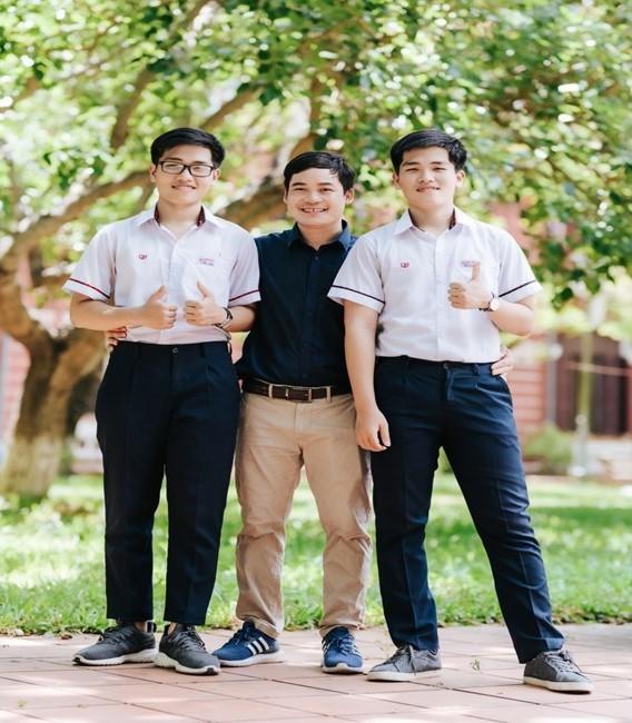 Cặp sinh đôi xứ Huế với 'cú đúp' đặc biệt trong kì thi học sinh giỏi quốc gia - Ảnh 1