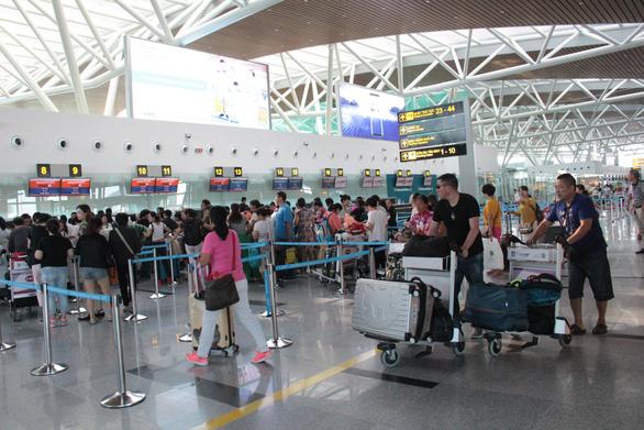 Cách ly một khách Trung Quốc sốt 38,5 độ tại sân bay Đà Nẵng - Ảnh 1