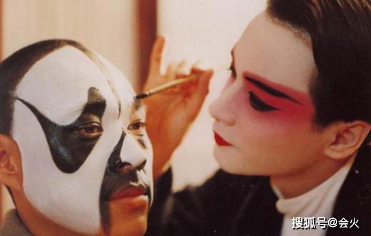 Bá Vương Biệt Cơ được công chiếu lại sau 27 năm, người hâm mộ bồi hồi khi ảnh Củng Lợi hôn Trương Quốc Vinh được tiết lộ - Ảnh 1