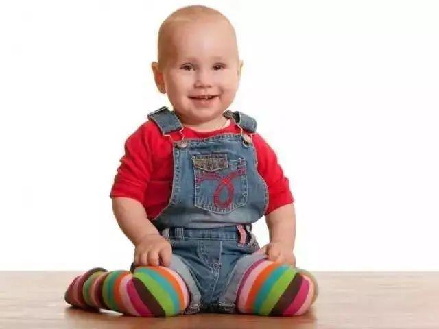 Muốn con chân dài, tuyệt đối tránh những 'hành vi' này khi con dưới 1 tuổi - Ảnh 2