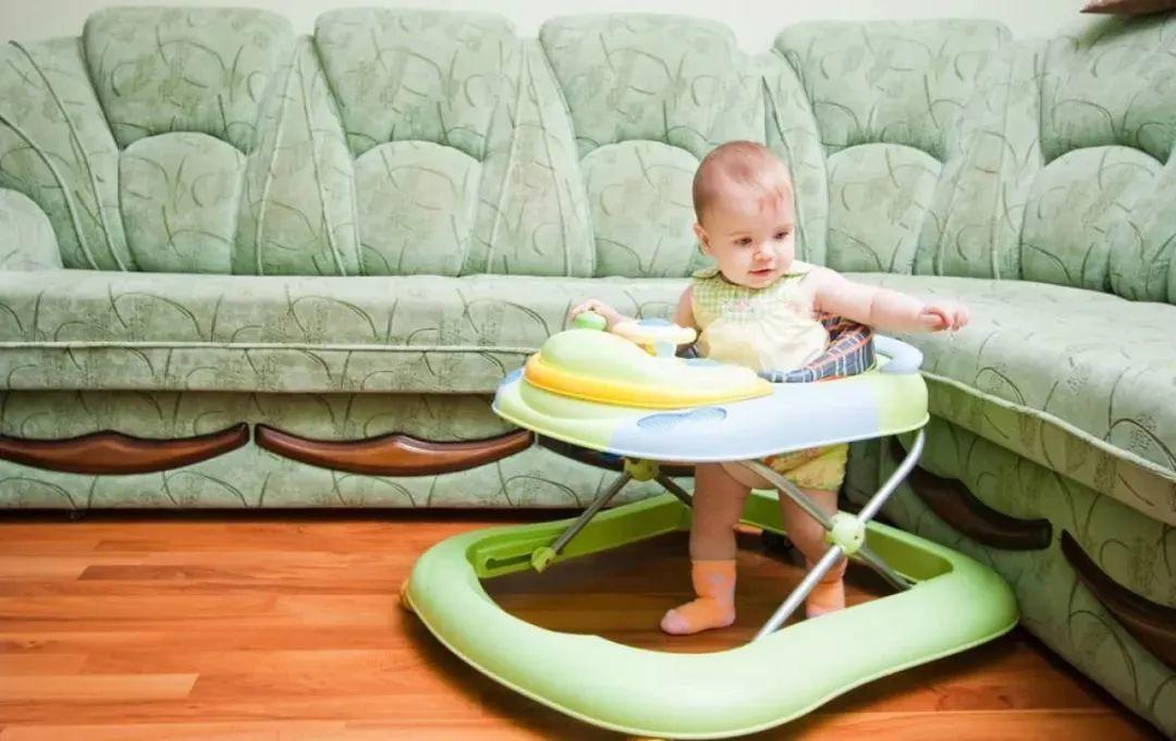 Muốn con chân dài, tuyệt đối tránh những 'hành vi' này khi con dưới 1 tuổi - Ảnh 3