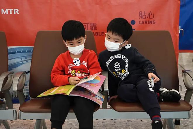 Một bệnh nhân viêm phổi Vũ Hán lây 3 người khác - Ảnh 1