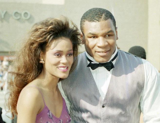 Mike Tyson từng bắt gặp vợ ngoại tình với Brad Pitt - Ảnh 1