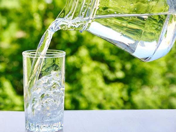 Chuyên gia cảnh báo kiểu uống nước gây ngộ độc, nhiều người tưởng tốt mà vô tư làm theo - Ảnh 1