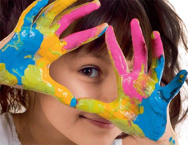 Trẻ đột nhiên thích màu sắc lạ, rất có thể bé đang gặp vấn đề về tâm lý - Ảnh 1