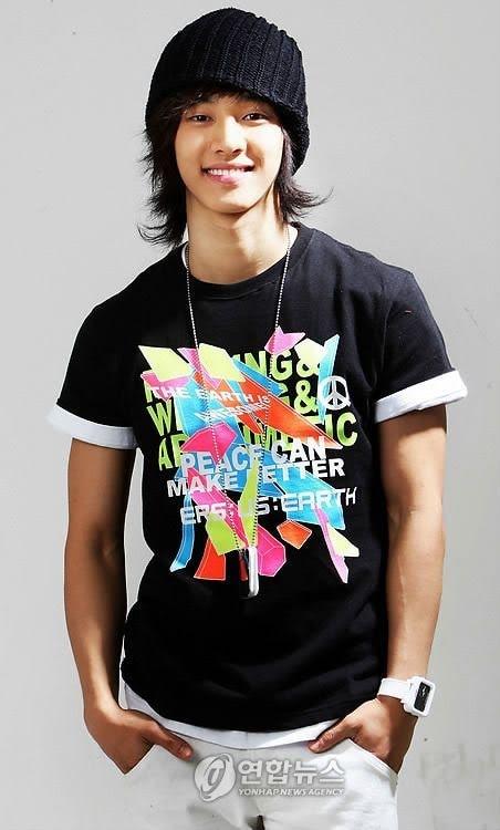 5 thần tượng Kpop từng solo cực thành công trước khi ra mắt với tư cách thành viên nhóm nhạc - Ảnh 1