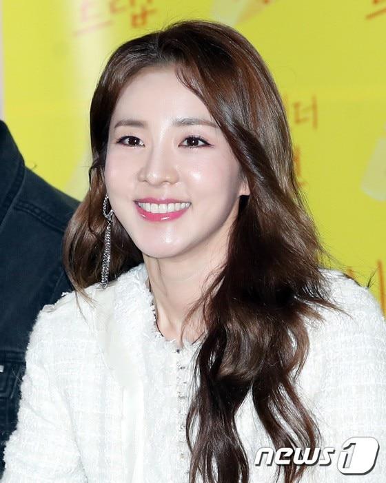 5 thần tượng Kpop từng solo cực thành công trước khi ra mắt với tư cách thành viên nhóm nhạc - Ảnh 6