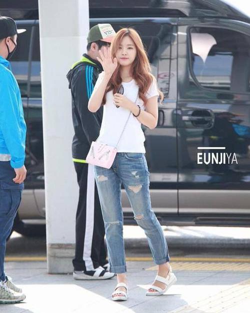 Chỉ diện áo thun trắng và quần jeans, dàn idol vẫn đẹp 'nức nở' - Ảnh 11