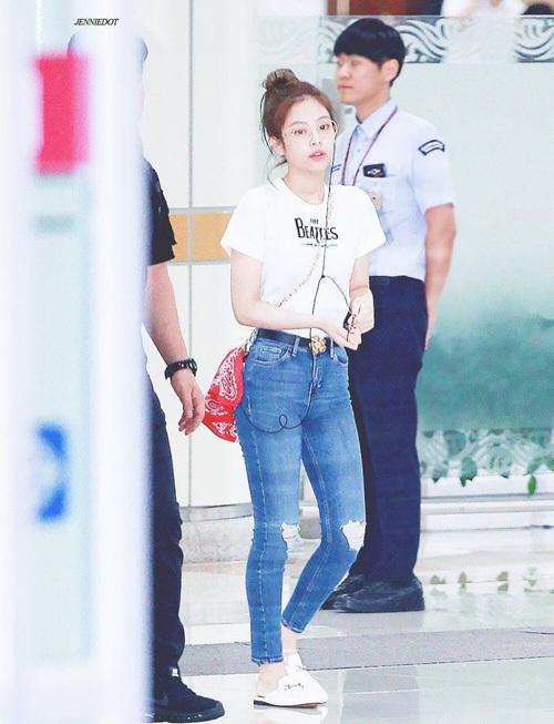 Chỉ diện áo thun trắng và quần jeans, dàn idol vẫn đẹp 'nức nở' - Ảnh 12