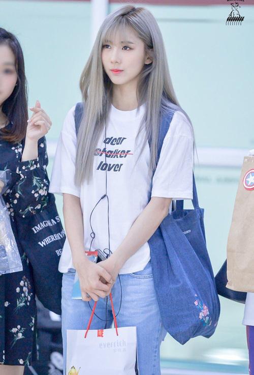 Chỉ diện áo thun trắng và quần jeans, dàn idol vẫn đẹp 'nức nở' - Ảnh 14