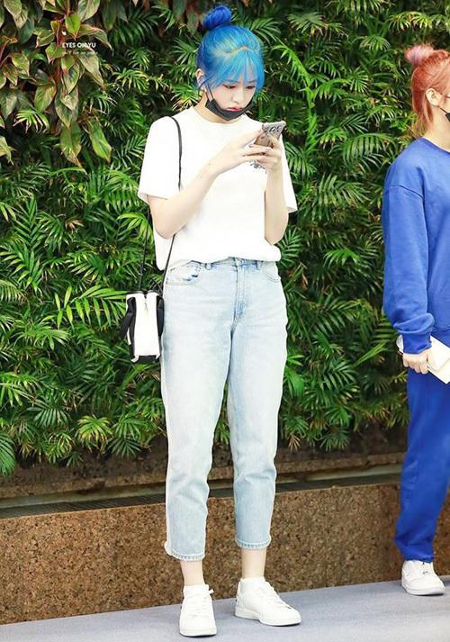 Chỉ diện áo thun trắng và quần jeans, dàn idol vẫn đẹp 'nức nở' - Ảnh 6