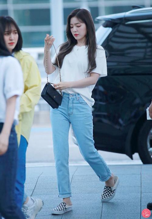Chỉ diện áo thun trắng và quần jeans, dàn idol vẫn đẹp 'nức nở' - Ảnh 9