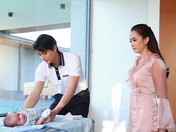 Cun cút chăm vợ mới sinh, ông bố trẻ ngớ người khi chiếc khẩu trang trên mặt sản phụ được gỡ xuống và cảnh bi hài đi đẻ giữa mùa dịch - Ảnh 2