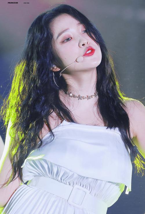 Idol Hàn 'bùng nổ nhan sắc' khi để tóc xoăn tít như mì tôm - Ảnh 11
