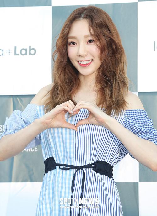Idol Hàn 'bùng nổ nhan sắc' khi để tóc xoăn tít như mì tôm - Ảnh 14