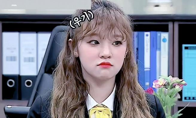 Idol Hàn 'bùng nổ nhan sắc' khi để tóc xoăn tít như mì tôm - Ảnh 4