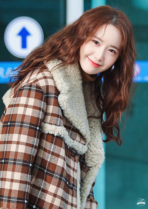 Idol Hàn 'bùng nổ nhan sắc' khi để tóc xoăn tít như mì tôm - Ảnh 5