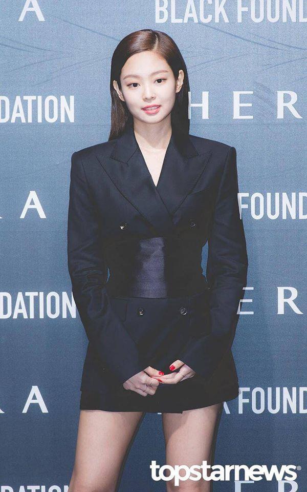 Lần đầu thấy Jennie (Black Pink) lép vé phong cách khi 'đụng hàng' với đàn chị Park Min Young - Ảnh 4
