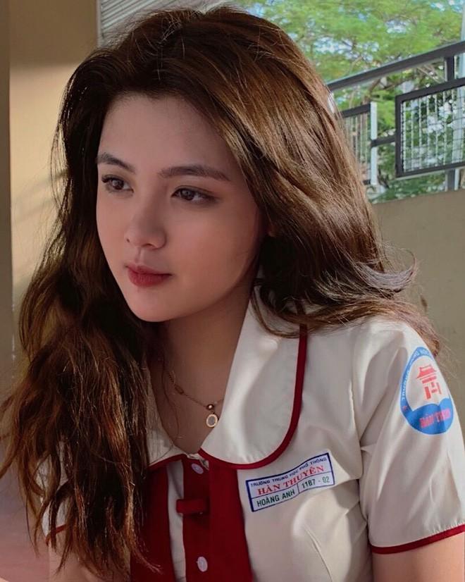Ngắm vẻ nóng bỏng của dàn hot girl Việt chiếm sóng MXH Trung Quốc - Ảnh 11