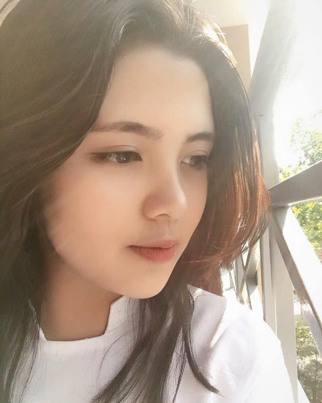 Ngắm vẻ nóng bỏng của dàn hot girl Việt chiếm sóng MXH Trung Quốc - Ảnh 12