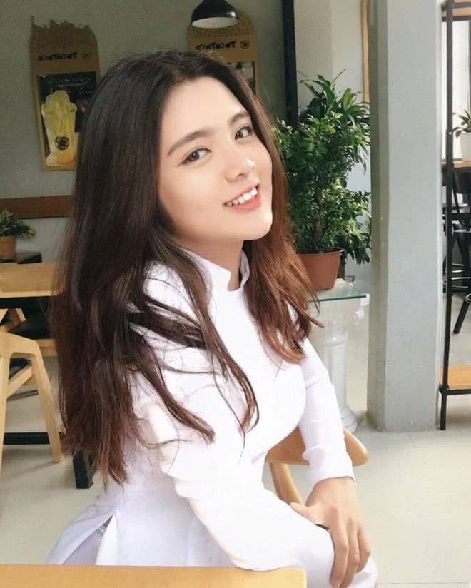 Ngắm vẻ nóng bỏng của dàn hot girl Việt chiếm sóng MXH Trung Quốc - Ảnh 9