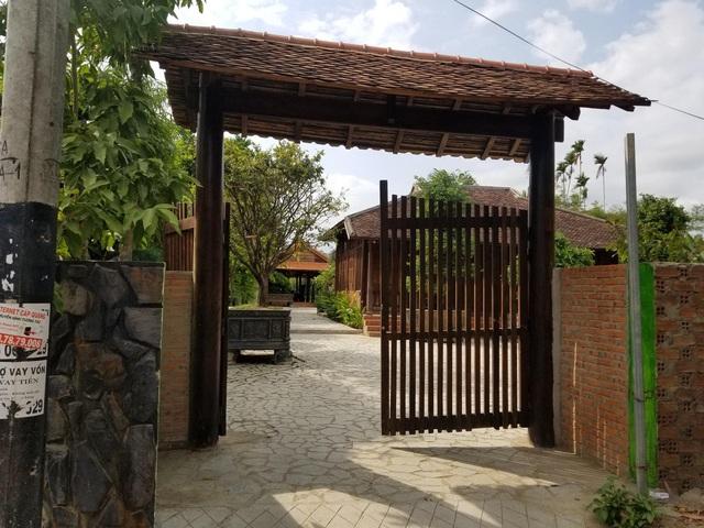 """Choáng ngợp """"biệt phủ"""" gỗ hoành tráng rộng 1300m2 ở Nha Trang - Ảnh 1"""
