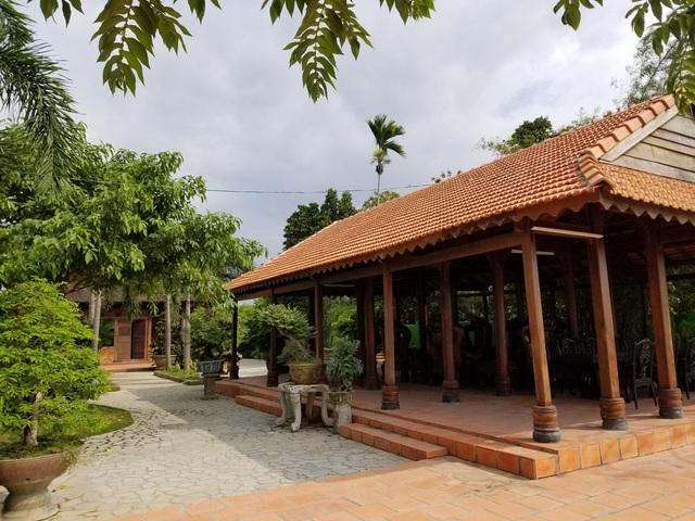 """Choáng ngợp """"biệt phủ"""" gỗ hoành tráng rộng 1300m2 ở Nha Trang - Ảnh 4"""