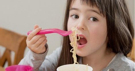 10 sai lầm cần tránh khi cho trẻ ăn sáng, biết sớm để không làm hại con - Ảnh 2