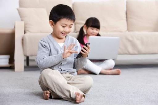 Trẻ biếng ăn, nghiện sử dụng điện thoại sau Tết: Đây là cách giúp con trở lại cuộc sống thường ngày - Ảnh 2