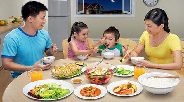 Trẻ biếng ăn, nghiện sử dụng điện thoại sau Tết: Đây là cách giúp con trở lại cuộc sống thường ngày - Ảnh 5
