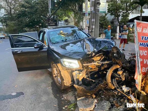 Xe hơi tông chết tài xế Grab 64 tuổi và làm nữ tiếp viên hàng không bị thương - Ảnh 1