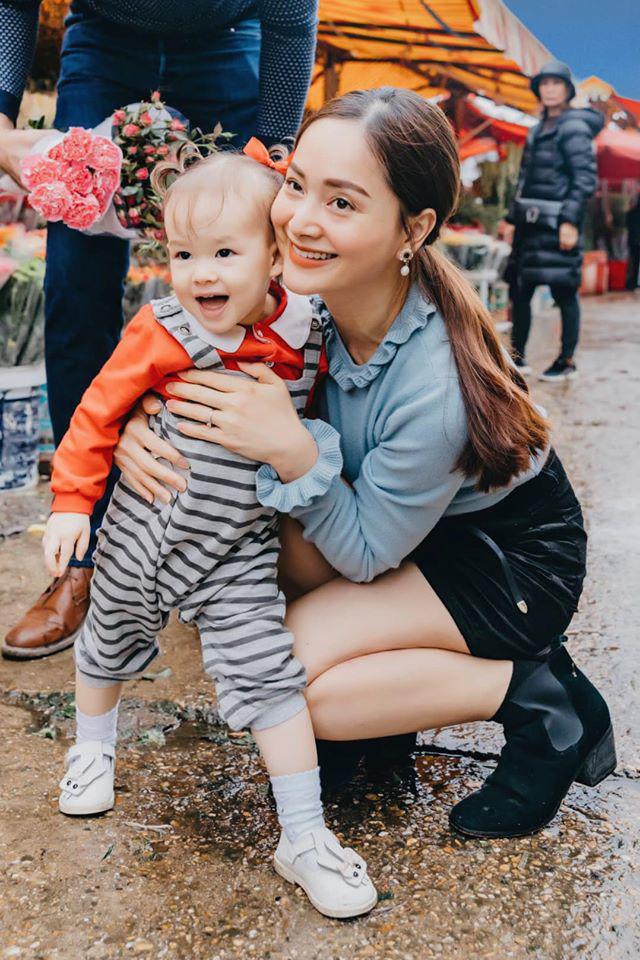5 nhóc tỳ con lai cực đáng yêu của sao Việt, bé thứ 3 khiến ai cũng để ý - Ảnh 2