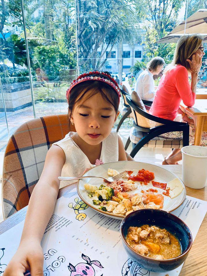 5 nhóc tỳ con lai cực đáng yêu của sao Việt, bé thứ 3 khiến ai cũng để ý - Ảnh 9