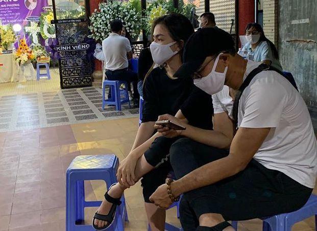 Đồng nghiệp đưa tiễn Mai Phương về nơi an nghỉ cuối cùng - Ảnh 2