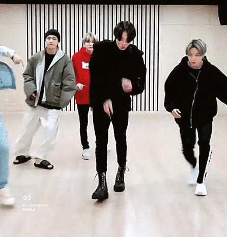 Jung Kook (BTS) vào top trending nhờ chân dài 'cực phẩm' - Ảnh 2