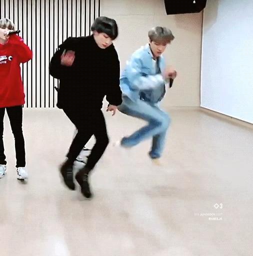 Jung Kook (BTS) vào top trending nhờ chân dài 'cực phẩm' - Ảnh 3