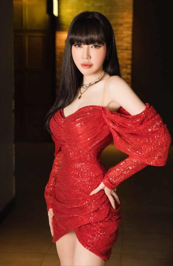 Sao Việt có gương mặt ngây thơ nhưng body lại bốc lửa: Nhã Phương là nhân tố bất ngờ - Ảnh 1