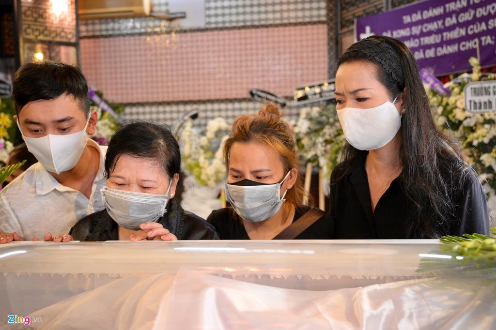Trương Quỳnh Anh, Ốc Thanh Vân khóc đưa tiễn Mai Phương về nơi an nghỉ - Ảnh 2