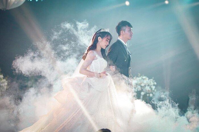 Sau một năm tổ chức đám cưới 'khủng', cuộc sống của dàn rich kid Việt bây giờ ra sao? - Ảnh 1