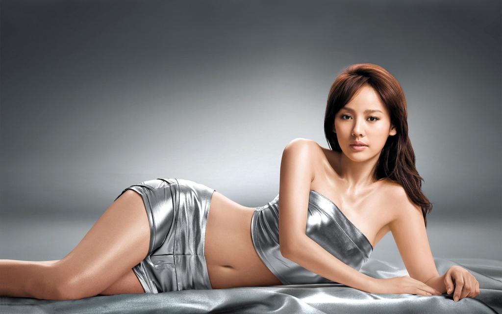 Lee Hyori ở tuổi 25 từng cô độc, nghiện rượu, bị đồn cặp kè đại gia - Ảnh 1