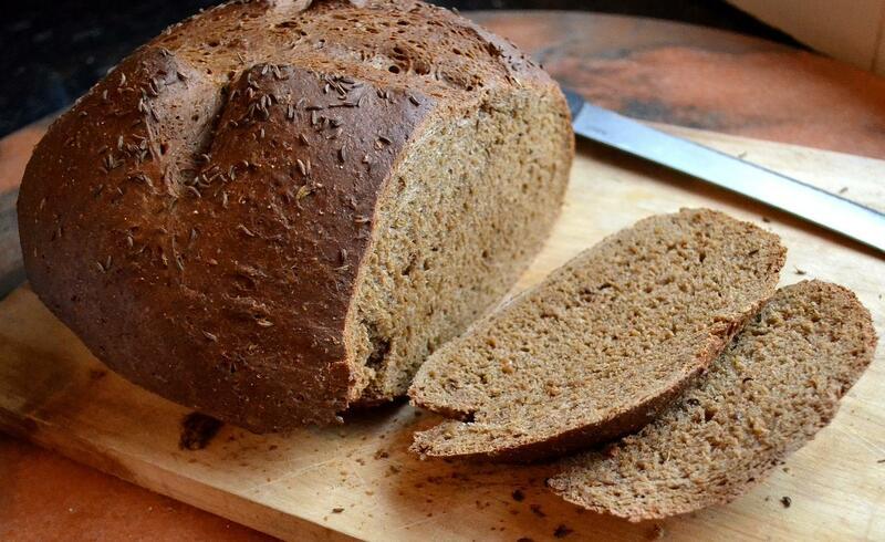 Biết được công dụng của bánh mì đen đối với sức khỏe sẽ khiến bạn vô cùng bất ngờ - Ảnh 1